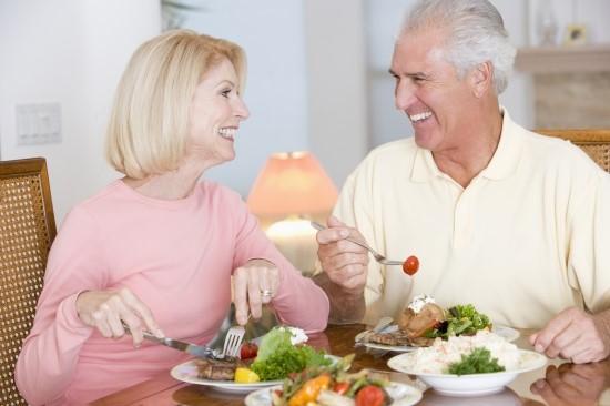 Người cao tuổi cần xây dựng chế độ dinh dưỡng đúng cách