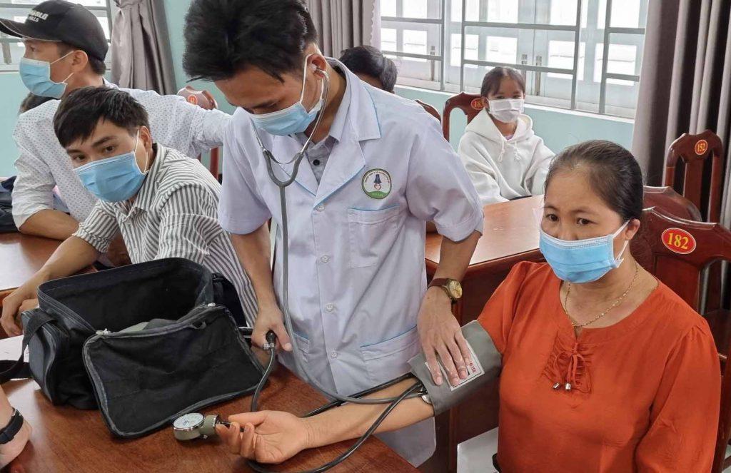 Được khám sức khỏe và xét nghiệm miễn phí