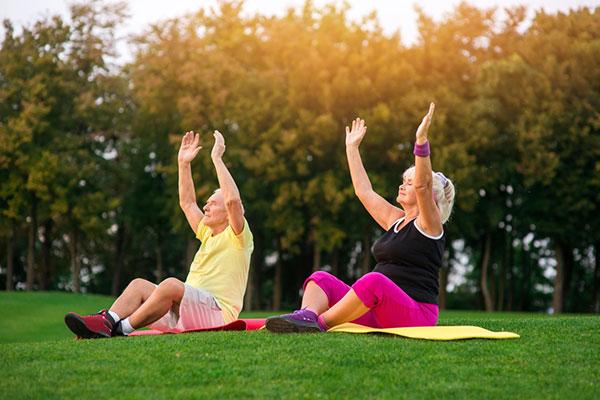 Thể dục giúp người già vui khỏe mỗi ngày