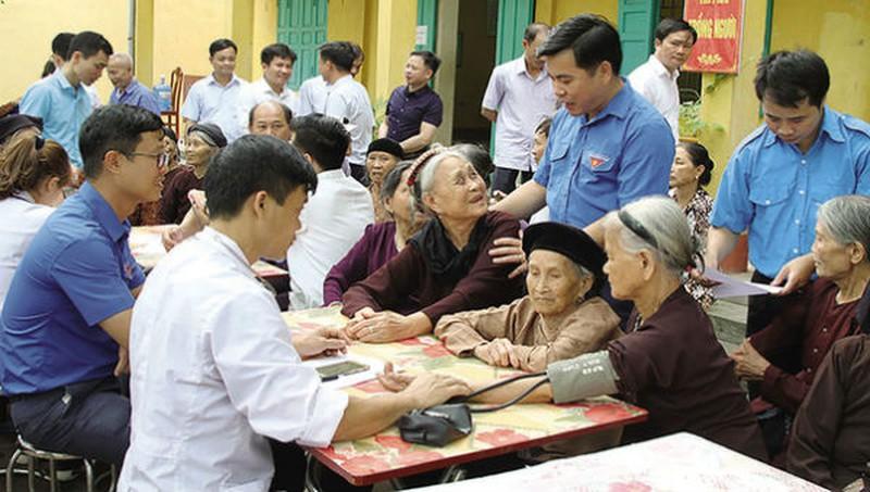 Tổ chức khám chữa bệnh cho người cao tuổi ở địa phương