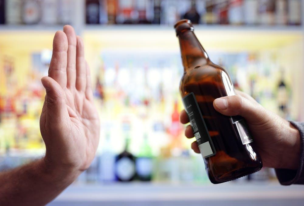 Lạm dụng rượu bia và các chất kích thích có thể làm suy giảm sức đề kháng